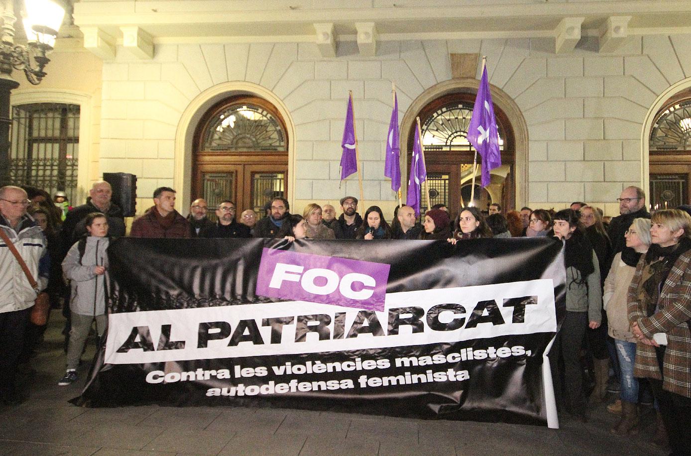 Tras la agresión sexual, el rechazo cívico llena la Plaça Sant Roc (4000 personas) y emociona 2