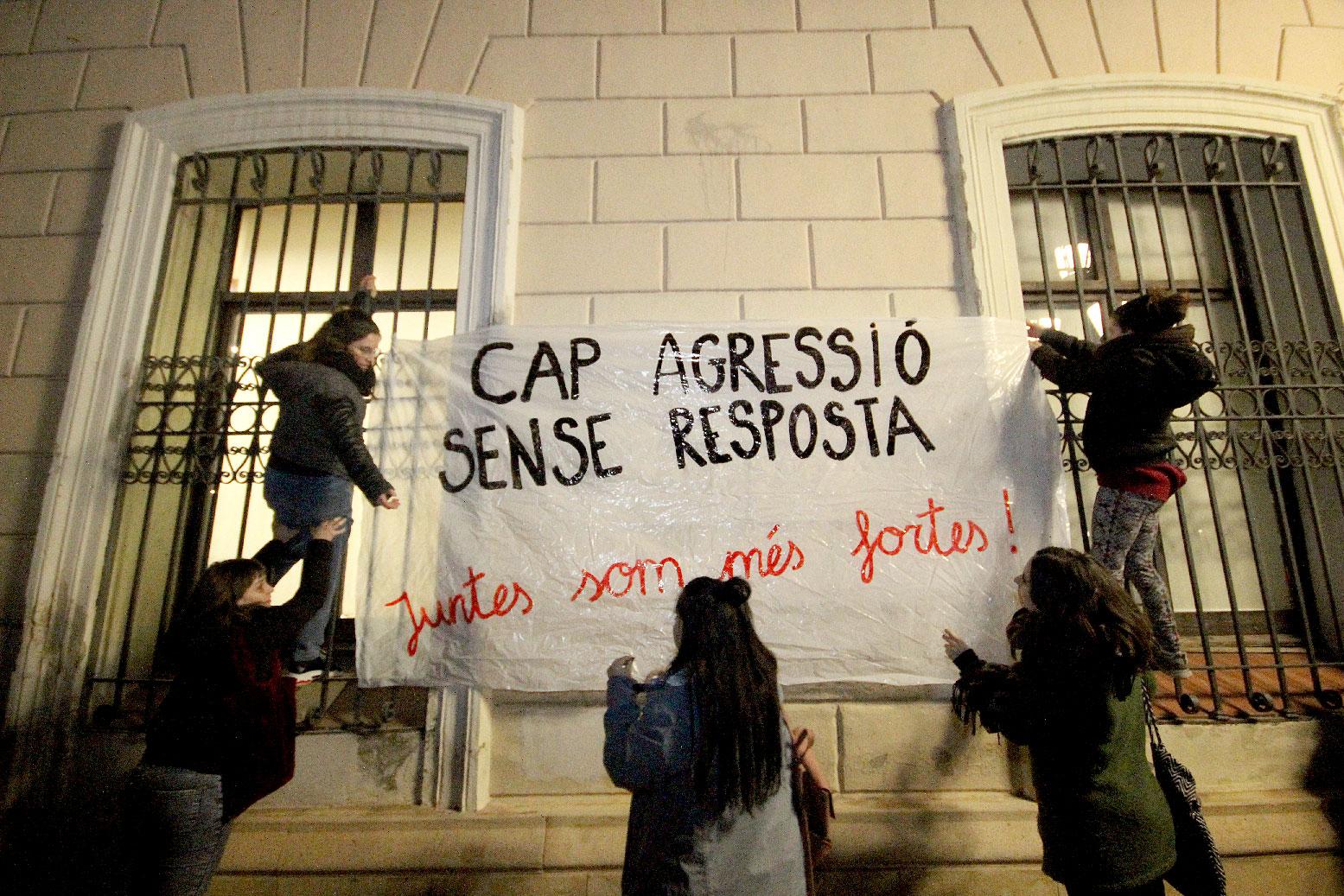 Tras la agresión sexual, el rechazo cívico llena la Plaça Sant Roc (4000 personas) y emociona 3